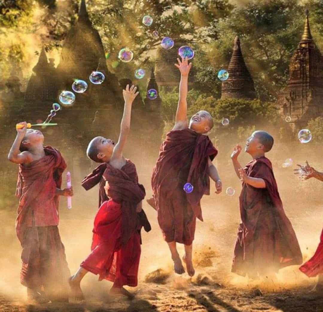 tibetan child monks bubbles 2